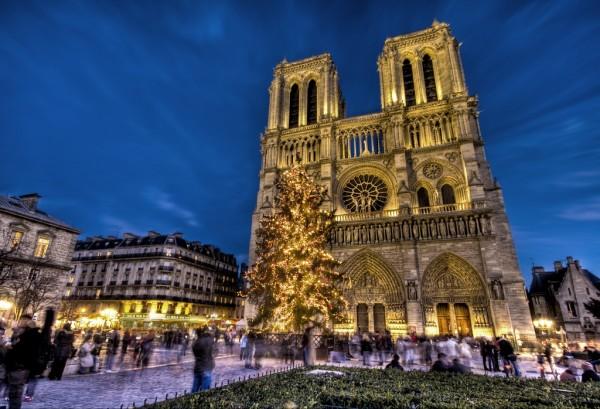 CHRISTMAS-MARKET-in-NOTRE-DAME-de-PARIS